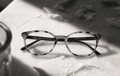 Mimi wears an iconic eyeglass style from the Giorgio Armani Frames of life collection.