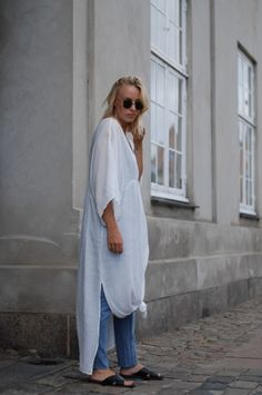 Bykrog street style minimal outfit Vila Tunic dress Moss Copenhagen Top Pieces Jeans and Sandals French Basket Straw bag