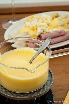 Hollandaise saus - Heerlijk romige botersaus voor over de asperges of bij een stukje vis.