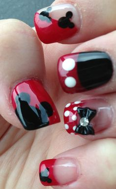 Disney Nails I want my nails like this for xmas! Cute Nail Art, Cute Nails, Pretty Nails, Hair And Nails, My Nails, Manicure E Pedicure, Manicure Ideas, Fancy Nails, Cute Nail Designs