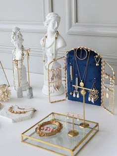 Every girl loves jewelry, this is the truth! Beige Aesthetic, Aesthetic Rooms, Jewellery Storage, Jewellery Display, Christmas Jewelry, Christmas Gifts, Boutique Jewelry Display, Bracelet Display, Hanging Bar