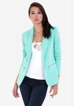 Spruce up your wardrobe with this smart blazer from Vero Moda. Built in a structured construct, it gives a slim fit look and adds a contemporary chic feel to both formal as well as casual wear.