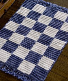 Crochet Checkerboard Rug: free easy peasy pattern