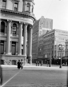 Royal Bank Branch Corner of Collins and Elizabeth Streets, Melbourne - APA Building in background Historical Architecture, Ancient Architecture, Melbourne Suburbs, Bank Branch, Royal Bank, Elizabeth Street, Historic Homes, Historical Photos, Old World