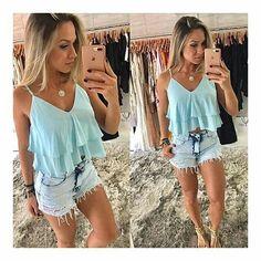 "35 curtidas, 1 comentários - Bella Dondocca (@belladondocca) no Instagram: ""Cropped babado no rosa, azul e preto + shorts jeans 😍 Atendimento whats (48) 9 9643-9237 Rua…"""
