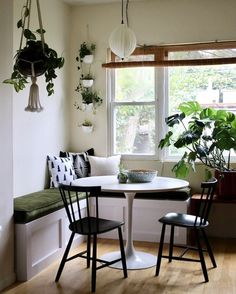 9 Kitchen Nook Ideas so Sweet You'll Almost Forget You're On a Sugar-Free Diet . Small Kitchen Tables, Kitchen Corner, Kitchen Ideas, Sofa In Kitchen, Kitchen Nook Table, Small Table And Chairs, Bistro Kitchen, Kitchen Banquette, Kitchen Chairs