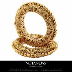 Gold Bangles Design, Gold Jewellery Design, Rajputi Jewellery, Bridal Bangles, Gold Jewelry Simple, Indian Jewelry, Wedding Jewelry, Antique Jewelry, Bracelets