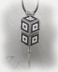 Pendentif avec perles en bois !