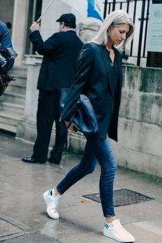 Street Looks at London Fashion Week Spring/Summer 2016 47 Street Style Outfits, Look Street Style, Mode Outfits, Street Styles, Sarah Harris, Fashion Mode, Trendy Fashion, Winter Fashion, Fashion 2015