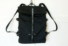 Roll Top Rucksack besteht aus schwarzen gewachste Canvas