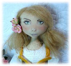 Mimi Haraposita, muñecas de tela hechas a mano.: Por el Día de Canarias: Candy, mujer de Candelaria, by Mimi Haraposita.