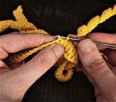 Maria A: Ohje: Virkattu mustekala Octopus Crochet Pattern, Crochet Patterns, Baby Staff, Crochet Earrings, Embroidery, Knitting, Pom Poms, Crocheting, Molde