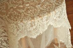 Alencon belle dentelle Ivoire cordon tissu Floral robe de