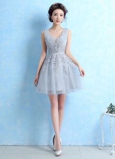 Tulle Cocktail Dress Lace Applique Beading Homecoming Dress Light Grey V Neck Sleeveless Backless Short Party Dress