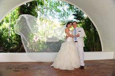 Velo Catedral logra fotos increíbles con este velo ideal para tu boda en playa por Bodas Huatulco Beach Wedding Hair, Wedding Hairstyles, Relationships, Marriage, Dating, Wedding Dresses, Hair Styles, Men, Fashion
