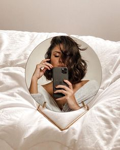 Mirror Photography, Photography Poses Women, Creative Photography, Portrait Photography, Cute Instagram Pictures, Instagram Pose, Shotting Photo, Photographie Portrait Inspiration, Photo Portrait
