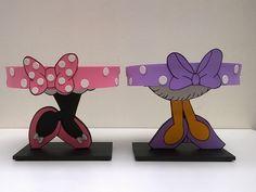 Kit 2 Bandejas Margarida e Minnie Rosa - Doces no Elo7   Govinda Art (F24FB7) Birthday Celebration, 2nd Birthday, Minnie Mouse Rosa, Bolo Fake, Mini Mouse, Mickey Mouse Birthday, Cake Stands, Kids Fashion, Baby Shower