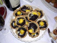 INGREDIENTES:   1 Morcilla de Burgos  Un puñado de piñones  1/2 cebolla picadita  2 dientes de ajo  100 ml. de nata líquida  12 Obleas d...