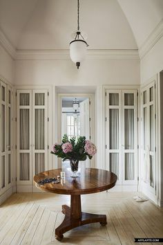 Elegant dressing room in a classical Villa near La Mairena (Marbella, Spain) I love it, but this might take the whole upper floor of my home. Villa, Dressing Room Closet, Dressing Rooms, Dressing Area, Beautiful Closets, Beautiful Space, Hidden Rooms, Bedroom Wardrobe, Master Bedroom