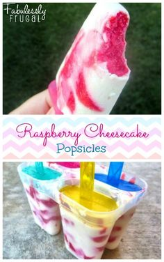 WOW +++ A ESSAYER +++ Simple raspberry cheesecake popsicles. Calls for fresh berries and low fat ingredients. Only about 93 calories per serving! Köstliche Desserts, Frozen Desserts, Frozen Treats, Delicious Desserts, Dessert Recipes, Yummy Food, Plated Desserts, Cheesecake Popsicles, Raspberry Cheesecake
