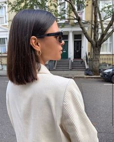 Sleek Short Hair Cut and Acessories hair 2020 Sleek Short Hair Cut and Accessories Medium Hair Styles, Curly Hair Styles, Brown Blonde Hair, Hair Color Dark, Grunge Hair, Short Hair Cuts, Short Dark Hair, Short Straight Hair, Medium Short Hair