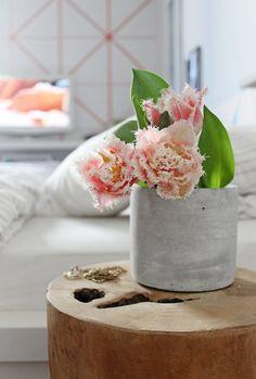 DIYnstag: 11 Kreativ-Ideen für ein selbstgemachtes Geschenk zum #Muttertag | SoLebIch.de #DIY #Mothersday #presents #mommy #mom #mothersdaygift #doityourself #concrete #concretevase #vase