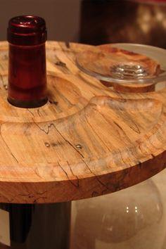 Attrayant support pour bouteille et verre à vin en bois d'érable à sucre. Butcher Block Cutting Board, Wine Glass, Industrial Bars, Sugar, Furniture