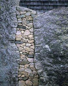 Make stone wall in the garden - creative exterior architecture