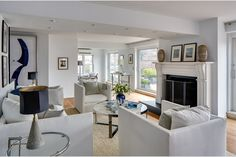 Julia Roberts has listed her apartment in Greenwich Village. The centerpiece of the lovely living room is a wood-burning fireplace. Manhattan Penthouse, New York Penthouse, Manhattan Apartment, Penthouse Apartment, Julia Roberts, Duplex New York, New York City Apartment, Inside Celebrity Homes, Celebrity Houses