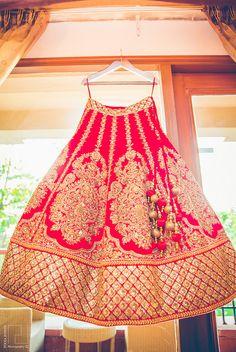 Latest Indian wedding Lehenga Style Ideas for brides! Indian Bridal Outfits, Indian Bridal Fashion, Indian Dresses, Bridal Dresses, Wedding Gowns, Red Lehenga, Lehenga Style, Lehenga Choli, Sarees