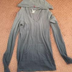 PRICE REDUCED! Hard Tail Hooded Top - Grey Ombré L This comfy top is perfect to wear with leggings. It's a size large, but I'm at extra small and it fits me like a long tunic top (covers the backside) and is slightly loose but not frumpy or baggy at all. The grey ombré is a nice touch, as is the hood. Hard Tail Tops Tees - Long Sleeve