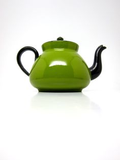 Eeeeee!!  Vintage Tea Pot, Enamel. Avocado Green Tea Kettle. $35.00, via Etsy.