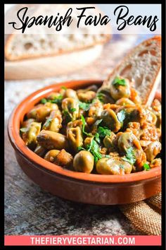 Looking for some easy vegan tapas ideas? Look no further, I've got you covered with this fresh or frozen fava bean recipe. Young fava beans (or baby broad beans, make sure they are green, not brown) cooked up in white wine with onions and garlic, perfect for scooping up with some fresh crusty bread. Serve with other Spanish appetizers for the perfect healthy party platter or casual dinner party meal. They're even vegan! Make them today in just under half an hour. Dinner Party Recipes, Vegan Dinner Recipes, Vegan Recipes Easy, Spicy Vegetarian Recipes, Vegetarian Appetizers, Vegetarian Lunch Ideas For Work, Tapas Ideas, Spanish Appetizers, Eating Vegetables
