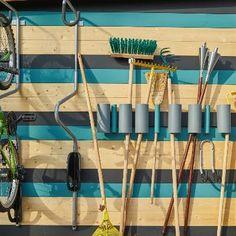 Abri de jardin : des rangements astucieux dedans et dehors   Leroy Merlin Garden Tools, Leroy Merlin, Pin, Bungalow, Garage, Facebook, Blog, Design, Gardens