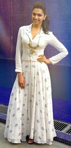 Deepika Padukone visits Bengaluru for Ram-Leela promotion. Indian Gowns Dresses, Indian Outfits, Kurta Designs, Blouse Designs, Lehenga Designs, India Fashion, Asian Fashion, Churidar, Anarkali