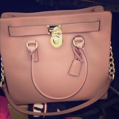 Michael Kors Handbag Very open and spacious! Never worn. Will come with price tag for authenticity and a dust bag Michael Kors Bags Totes Mk Handbags, Replica Handbags, Handbags Michael Kors, Luxury Handbags, Michael Kors Bag, Leather Handbags, Designer Handbags, Designer Purses, Fashion Handbags