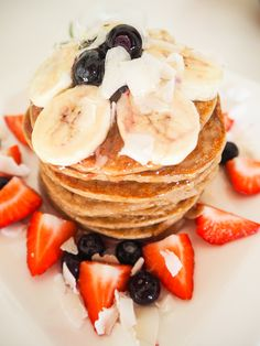 These easy vegan and gluten free pancakes are perfect for an easy Sunday morning. The best is they only contain three ingredients! Vegan Gluten Free, Gluten Free Recipes, Gluten Free Pancakes, Breakfast, Health, Ethnic Recipes, Easy, Food, Morning Coffee