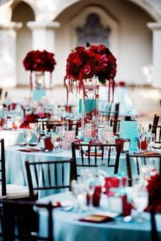 LOVE the turquoise linen with pop of red roses!!