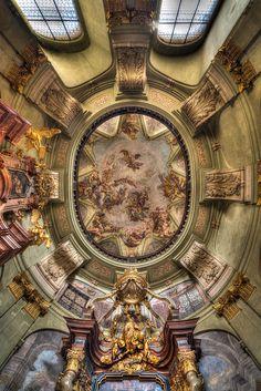 Kostel svateho Mikulase (II) by Johannes Lutterbach on 500px
