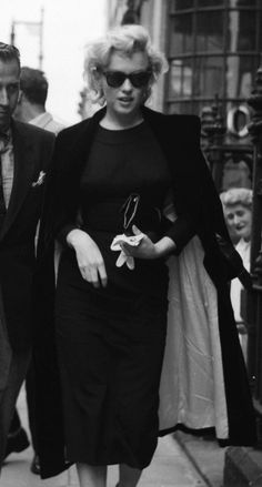 Classy Marilyn doing a bit of shopping in London during her four-month stay in 1956