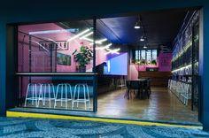 Pajubar / Grená Arquitetura Café Bar, Coffee Places, Colorful Decor, Restaurant Bar, Fair Grounds, House, Design, Sushi, Glow