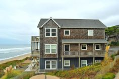 Experience Bella Beach Property Management, a leader in Oregon Coast rentals & property management services located in Depoe Bay, Oregon. Vacation Rentals, Vacation Ideas, Vacations, Oregon Beaches, Oregon Coast, Cottages By The Sea, Beach Cottages, Nice Big Houses, Dream Life