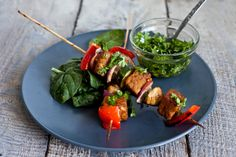Une façon originale d'utiliser le tempeh qui est aussi un repas satisfaisant et ce, même pour les carnivores. Rempli de protéines végétales hautement digesti...