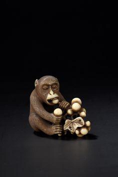 #Netsuke en ivoire sculpté d'un singe Japon, fin du XIXe siècle Lot 188 vente le 15 juin 2015, #Drouot Richelieu salle 2.