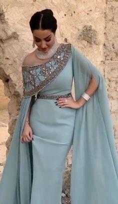 Indian Fashion Dresses, Abaya Fashion, Muslim Fashion, African Fashion, Stylish Dress Designs, Designs For Dresses, Stylish Dresses, Fashion Poses, Fashion Outfits