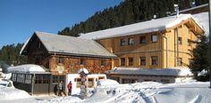 Weidener Hütte  Herrlicher Tourenstützpunkt in den Tuxer Alpen. Rodelbahn, Ausgangspunkt für viele tolle Skitouren und Schneeschuhwanderungen. Skitouren mit Komfort auf der Berghütte.
