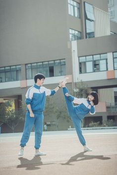 With You is webdrama adapted from the youth novel The Best of Us (最好的我们) written by Ba Yue Chang An. Interestingly, it started the real life love story between the leads too. Liu Hao Ran (Detective… Tall Boy Short Girl, Tall Boys, Short Girls, Movie Couples, Cute Couples, Real Life Love Stories, Comic Style Art, Song Wei Long, Photo Poses For Couples