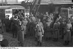 Bundesarchiv Bild 101I-027-1476-28A, Marseille, Gare d'Arenc. Deportation von Juden - Category:Battle of Marseille - Wikimedia Commons