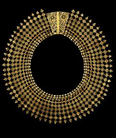 India | Filigree gold wire, with stamped florets and applied flat discs and hemispheres necklace | ca. 1850, Culicut.