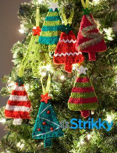 Игрушки на ёлку «Новогодние малышки ёлочки», вязаные спицами